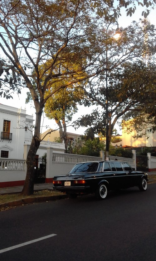 BARRIOAMONLIMOUSINECOSTARICACALLCENTER.jpg